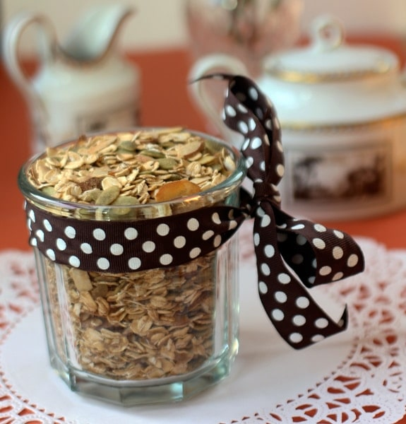 Nourishing and delicious! Chai Spiced Pumpkin Seed Almond Muesli || The Spicy RD