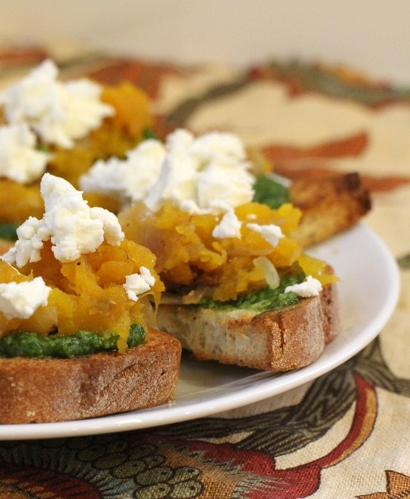 Pumpkin Pesto Bruschetta//The Spicy RD