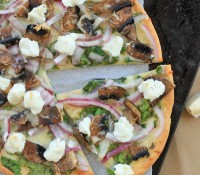 goat cheese pizza with veggies