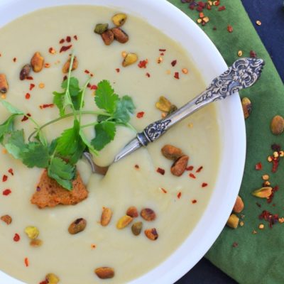 Creamy Cauliflower Soup w/ Pistachio Harissa Pesto//The Spicy RD #glutenfree #vegan