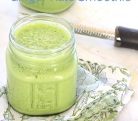 Fresh Pineapple Ginger Kale Smoothie//The Spicy RD