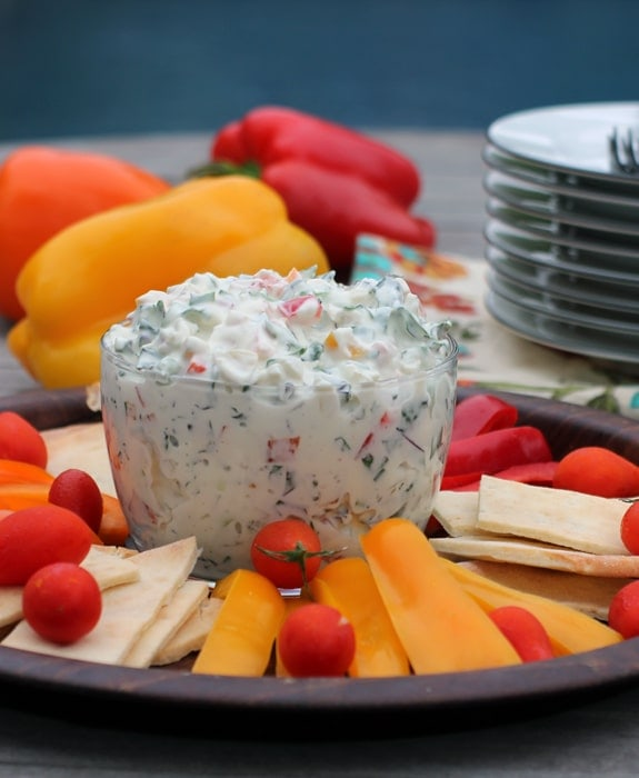 Creamy Triple Pepper & Kale Dip // The Spicy RD