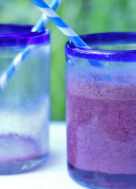 Blueberry Orange Kale Smoothie // The Spicy RD