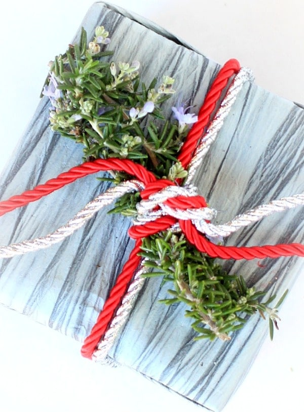 Holiday Gift Wrap // The Spicy RD