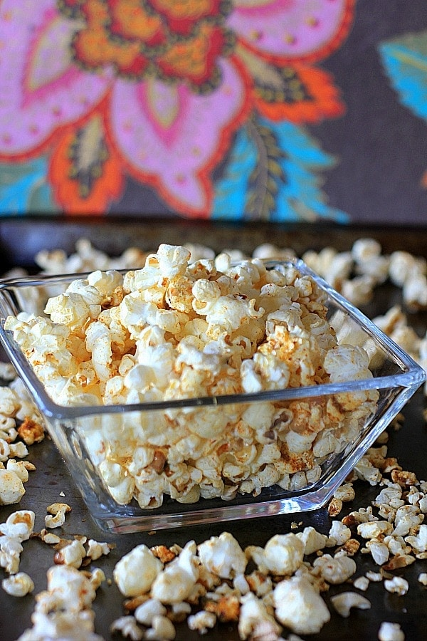 A deliciously addictive and healthy snack...Smokey Spiced Chili Lime Popcorn {gluten-free, vegan}