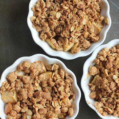Gluten Free Oatmeal Apple Crisp Recipe #healthyrecipes #fallrecipes
