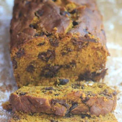 This moist and delicious One Bowl Chocolate Chip Pumpkin Bread will satisfy all your pumpkin and chocolate cravings! | Recipe is gluten free & vegan.