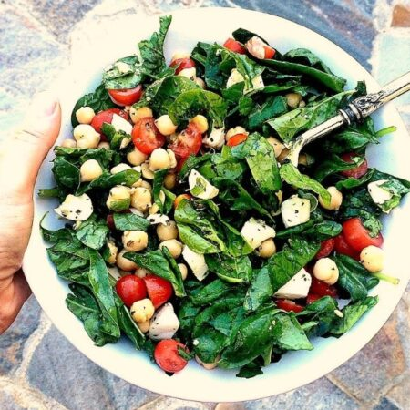 Got 5 minutes to spare? Whip up this healthy and delicious Spinach, Mozzarella, Tomato, and Chickpea Salad!