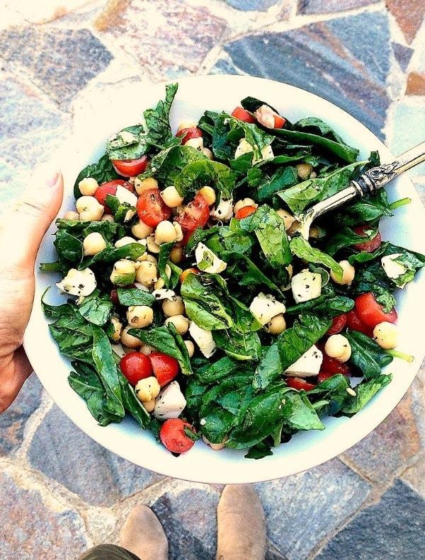 Spinach, Mozzarella, Tomato & Chickpea Salad + More Healthy Lunch Ideas