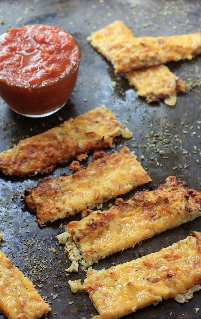 Cauliflower Cheese Bread w/ Marinara Dipping Sauce { Gluten-Free, Low Carb, Grain Free } | Get the recipe @thespicyrd