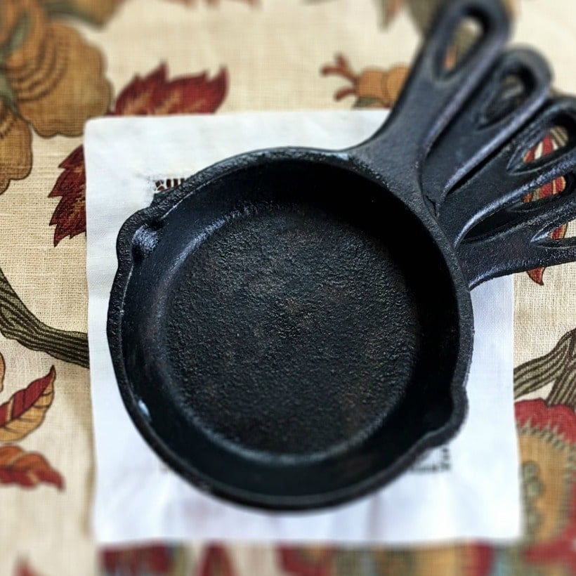 Perfect portion control! Fill these Mini Cast Iron Pans up w/ your favorite baked goods and desserts!