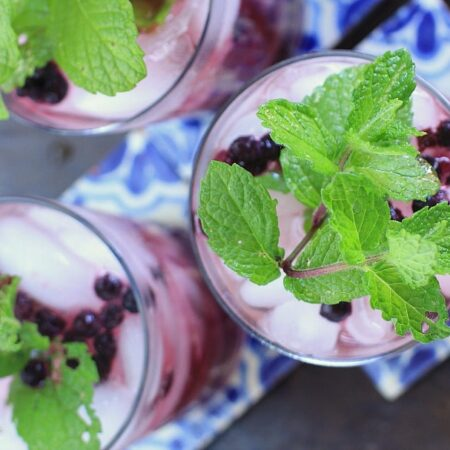 Healthy & Refreshing Wild Blueberry Ginger Mint Green Iced Tea