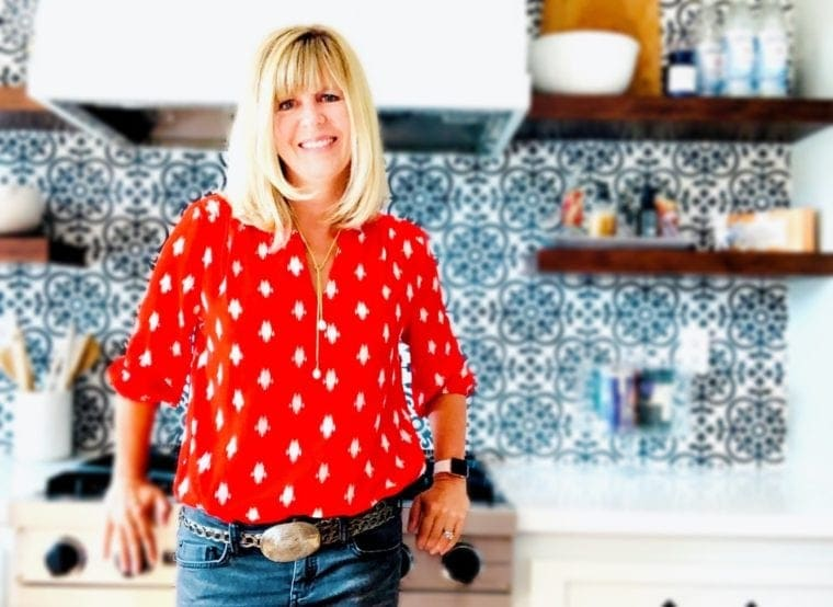 Picture of EA Stewart, San Diego Nutrition Expert in her modern farmhouse kitchen